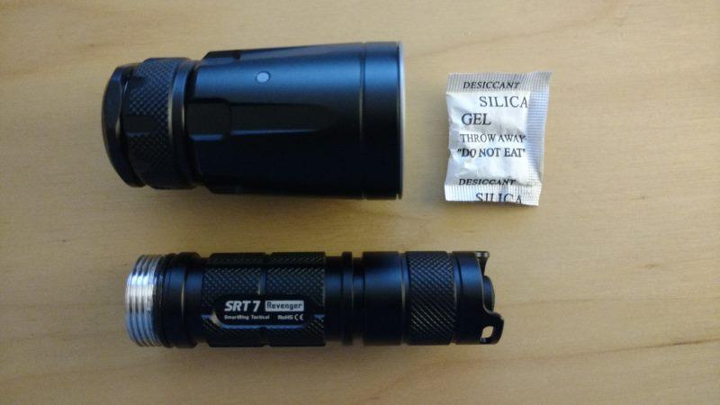 Die Nitecore SRT7 Taktische Taschenlampe auseinandergeschraubt