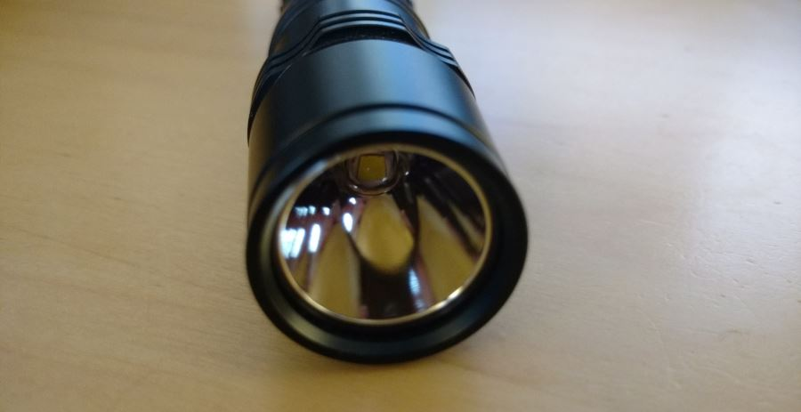 LED und Reflektor der Fenix PD35 LED Taschenlampe