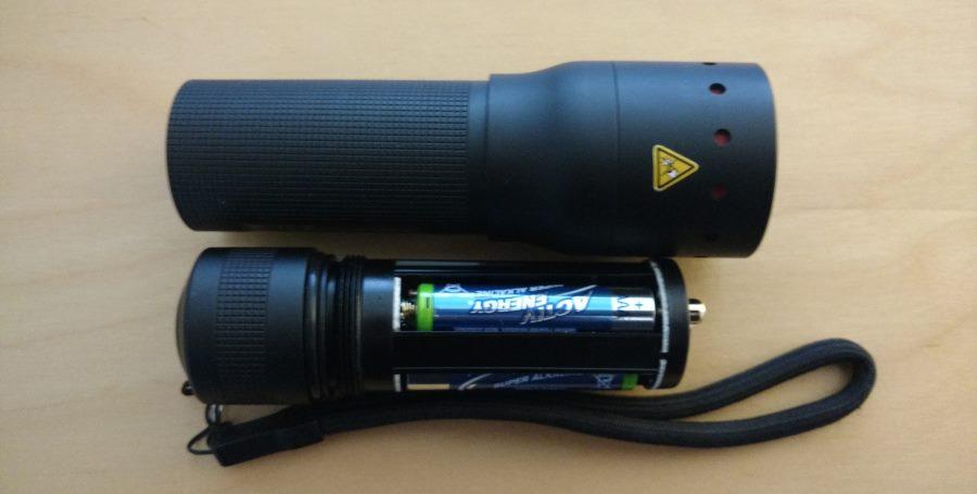 Ledlenser P7.2 Stromversorgung mit vier AAA Alkaline-Batterien