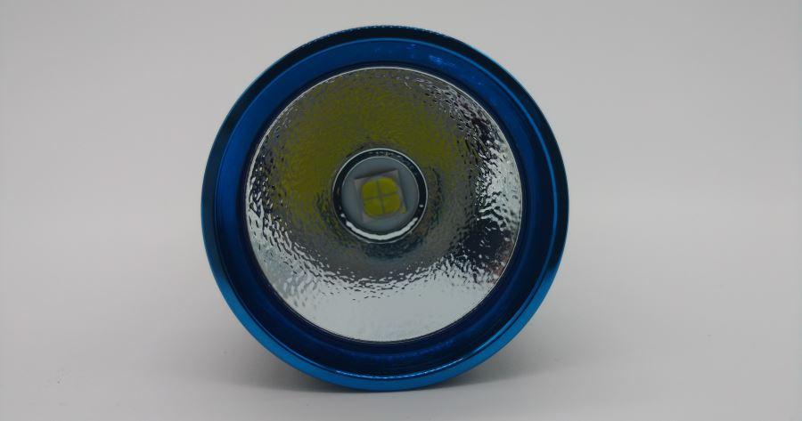 Der Reflektor der Olight R50 Pro Seeker LED Taschenlampe