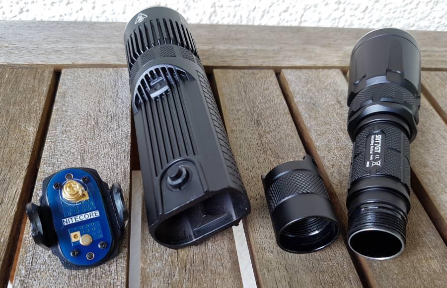 Nitecore SRT7GT und SRT9 Gehäuse und Batteriedeckel im Vergleich