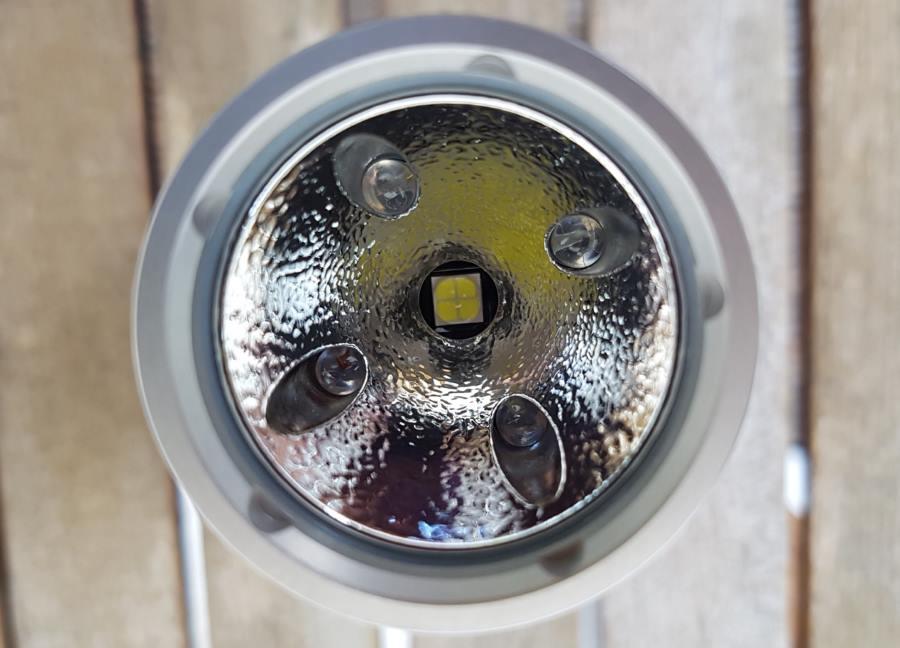 Nitecore SRT9 Taktische Taschenlampe mit Orange Peel Reflektor