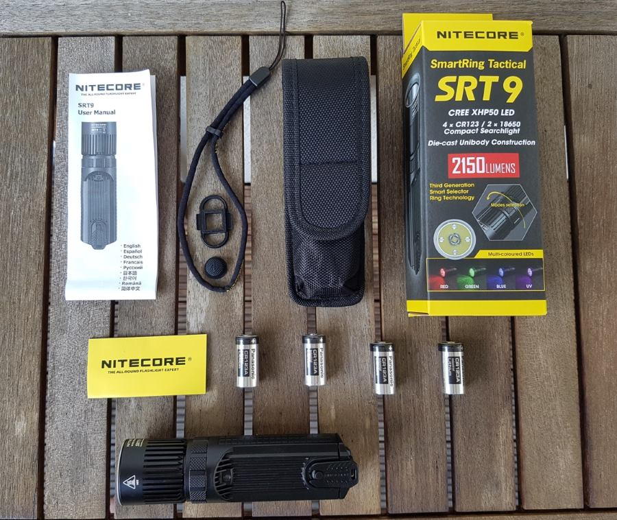 Nitecore SRT9 Taktische Taschenlampe mit Verpackung und Zubehör