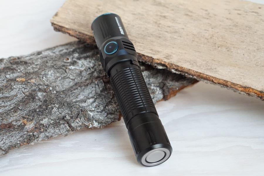 Olight M2R Warrior Taktische Taschenlampe mit Seitenschalter
