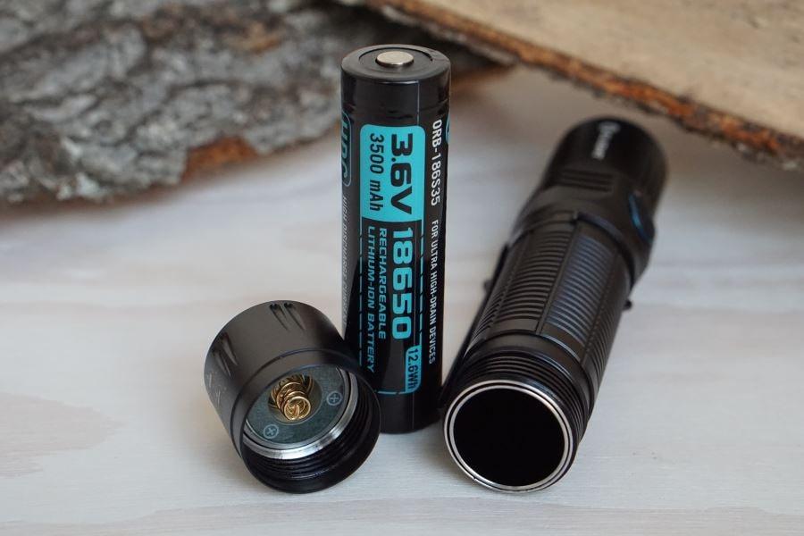Die Olight M2R Warrior Taktische Taschenlampe mit Akku