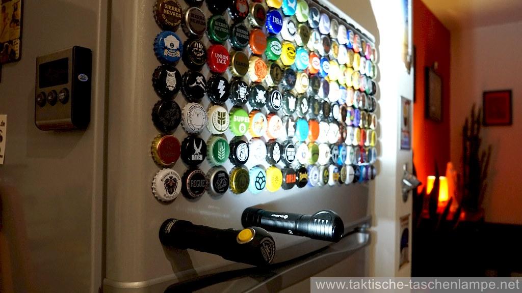 Magnetische LED Taschenlampen am Kühlschrank