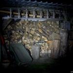 Olight S1A Baton Beamshot Holzschuppen