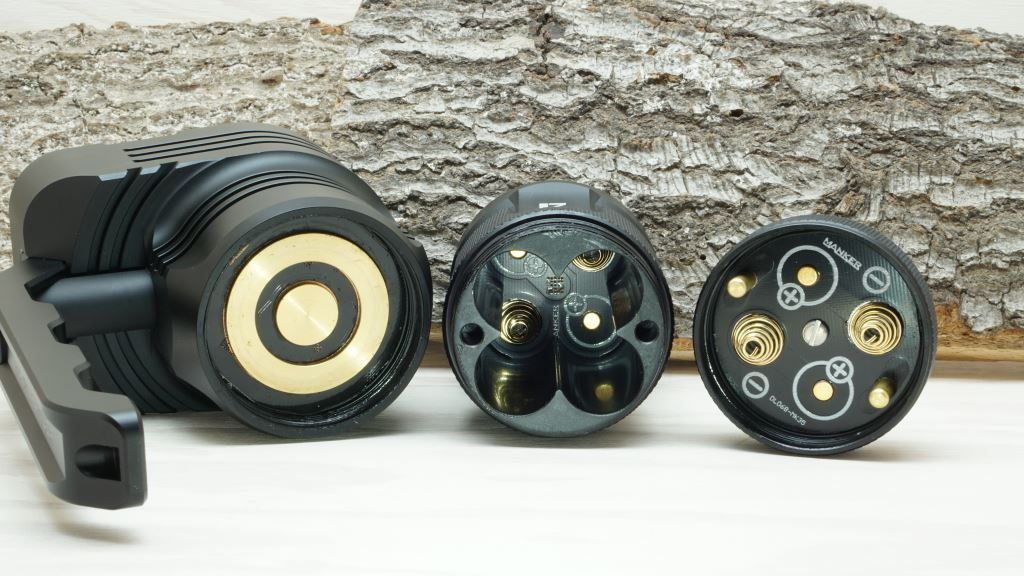 Manker MK39 Ranger LED Taschenlampe mit Blick in das Akkurohr