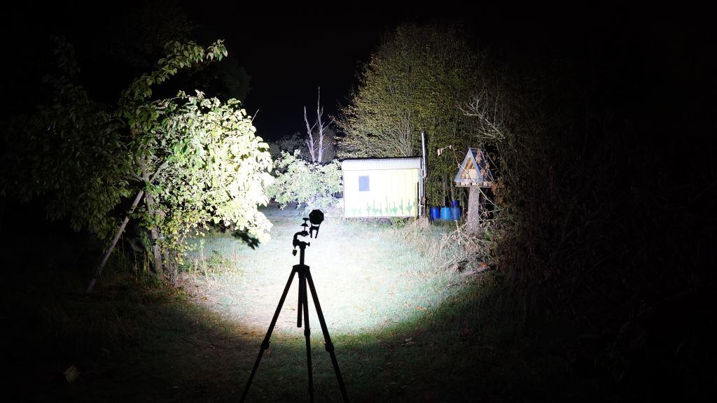 Nextorch Saint Torch 30 leuchtet einen Bauwagen an