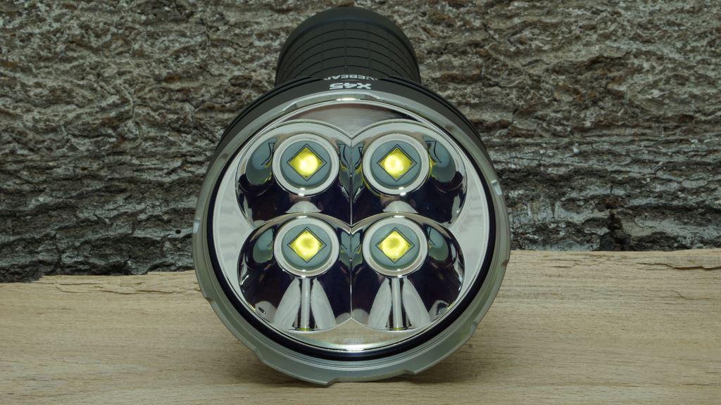 Acebeam X45 XHP70.2 Blick in den Reflektor