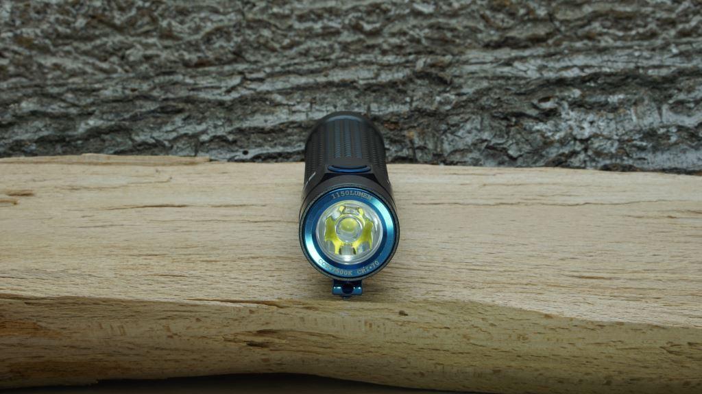 Blick auf Lampenkopf und LED der Olight S2R Baton II