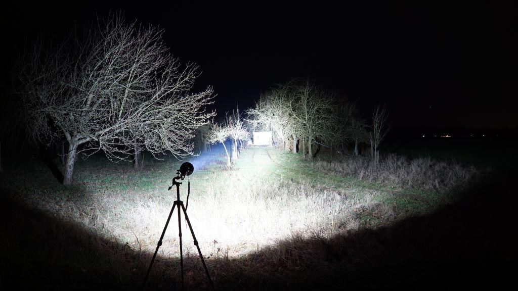 Imalent R90C leuchtet auf einen Bauwagen