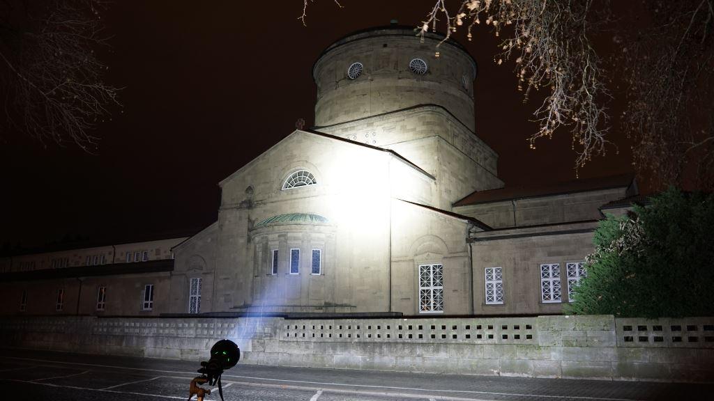 Imalent R90C leuchtet ein altes Gebäude an