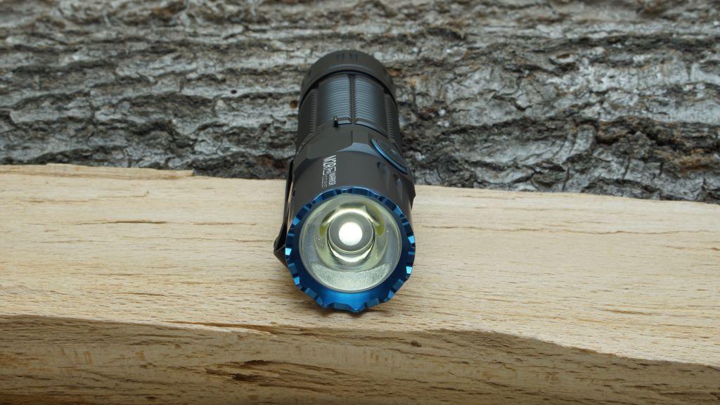 Olight M2R Pro Warrior mit eingeschalteter LED