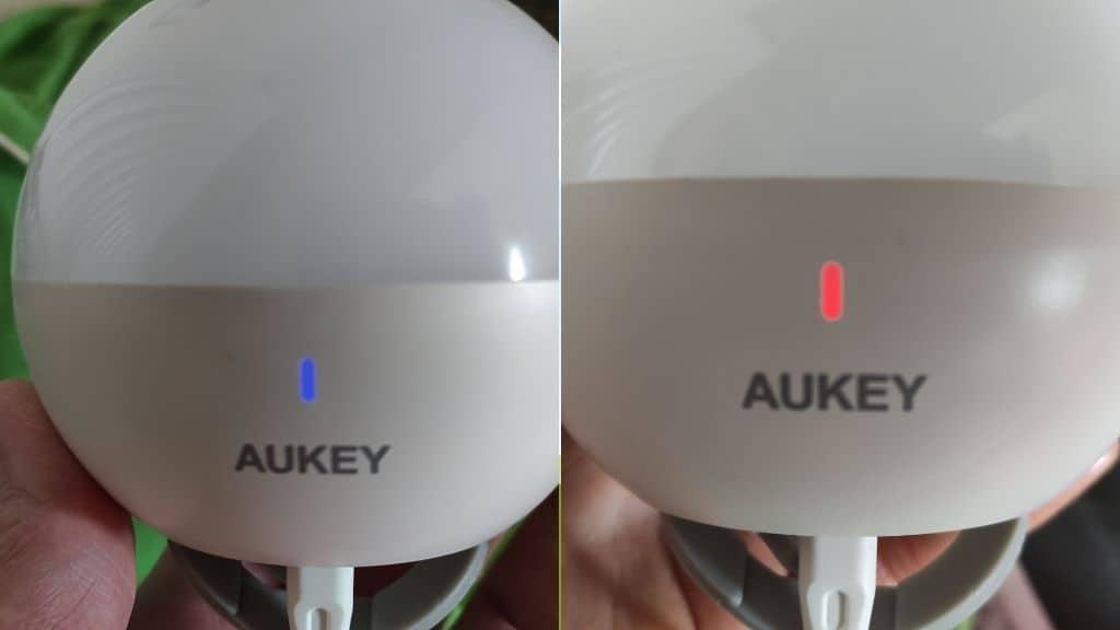 Aukey Nachttischlampe während des Aufladens