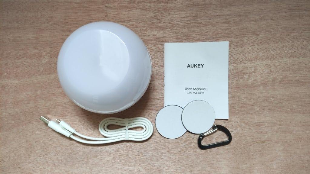 Lieferumfang der Aukey Nachttischlampe
