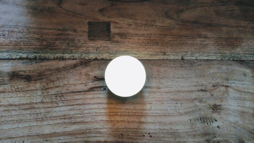 Olight Obulb leuchtet in weißer Farbe
